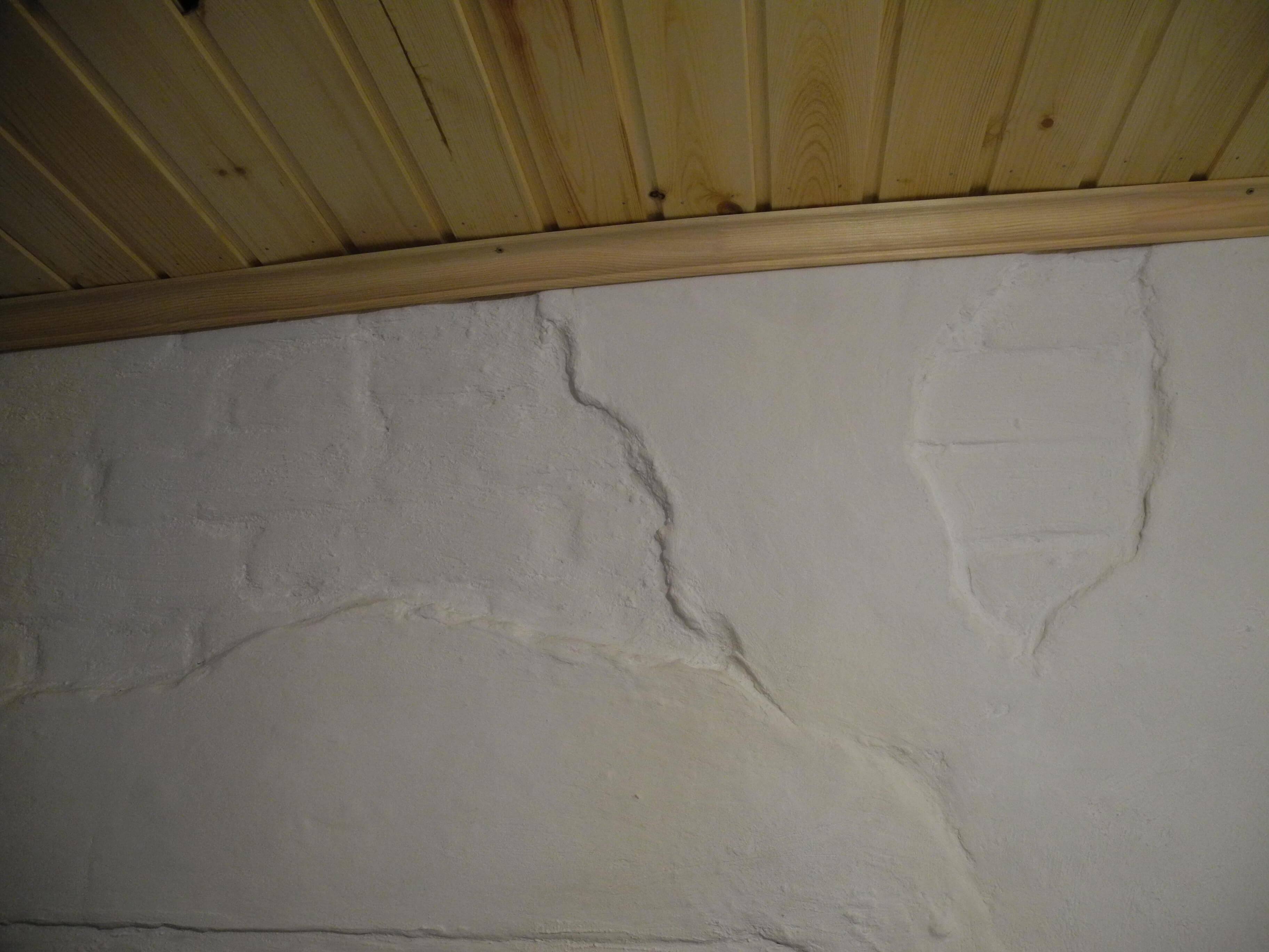 Ремонт стен старого дома