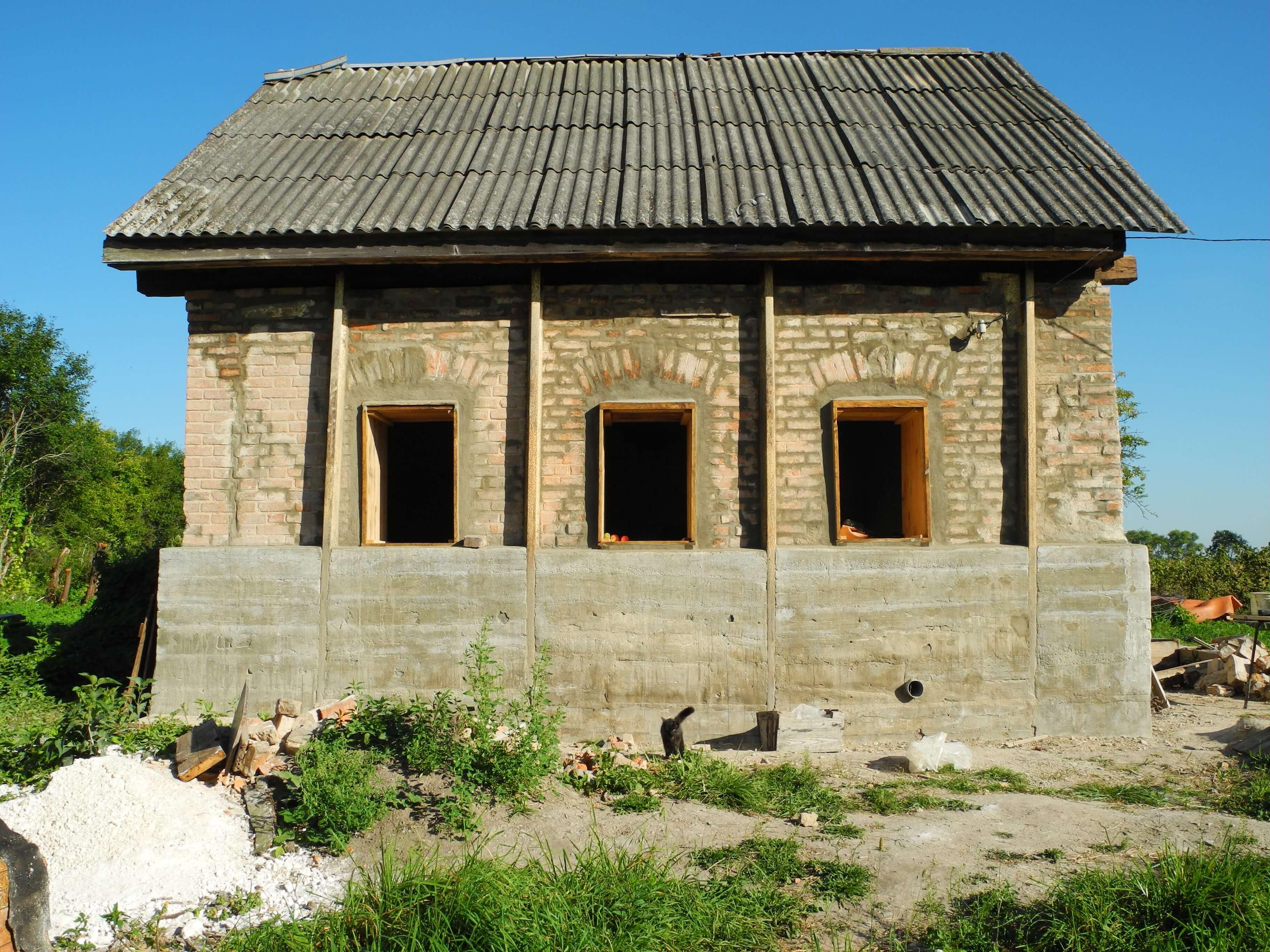 Ремонт стен и фундамента кирпичного старого дома