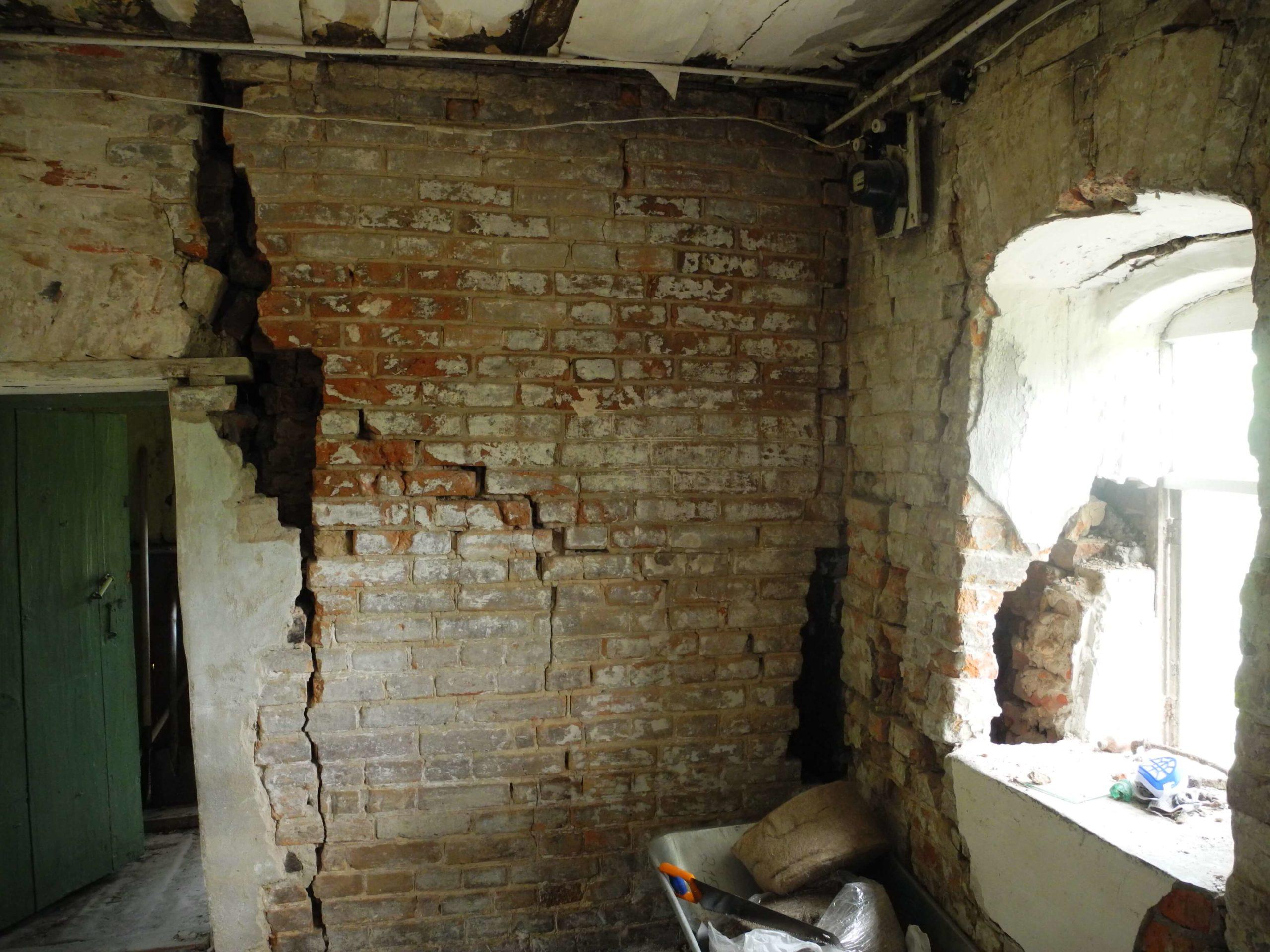 Ремонт стен кирпичного дома