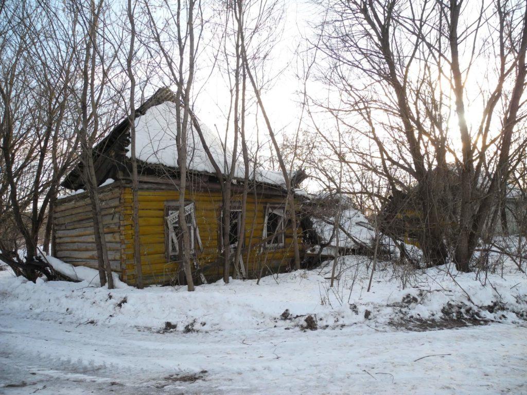 Заброшенный дом в деревне