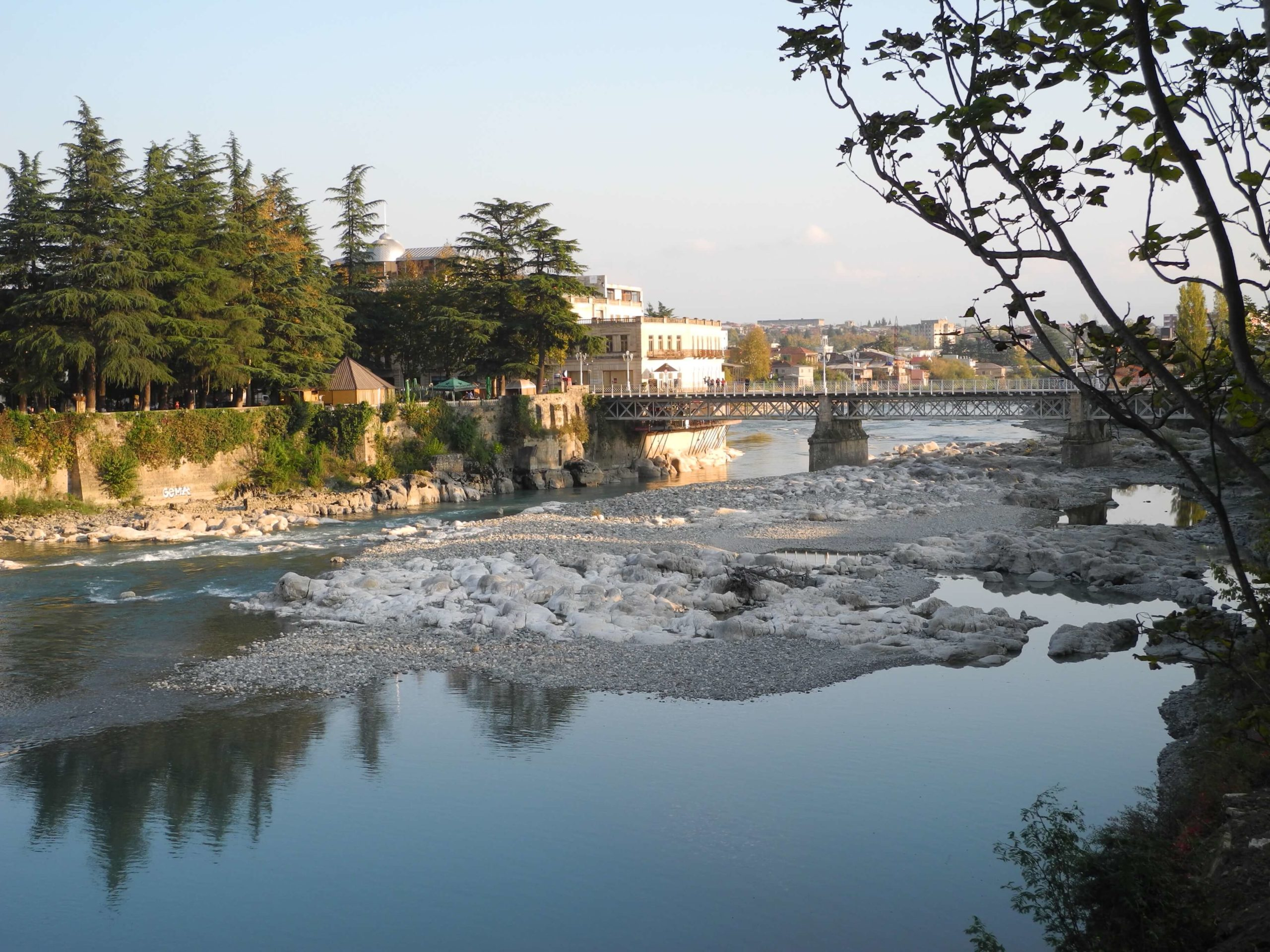белый мост в кутаиси