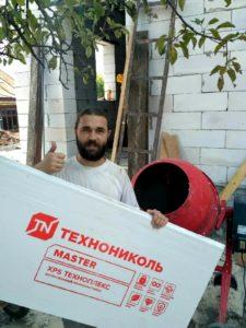 Артём Азаров на стройке